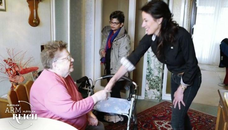 Millionärin arbeitet einen Tag als Altenpflegerin – und erkennt, was in Deutschland schief