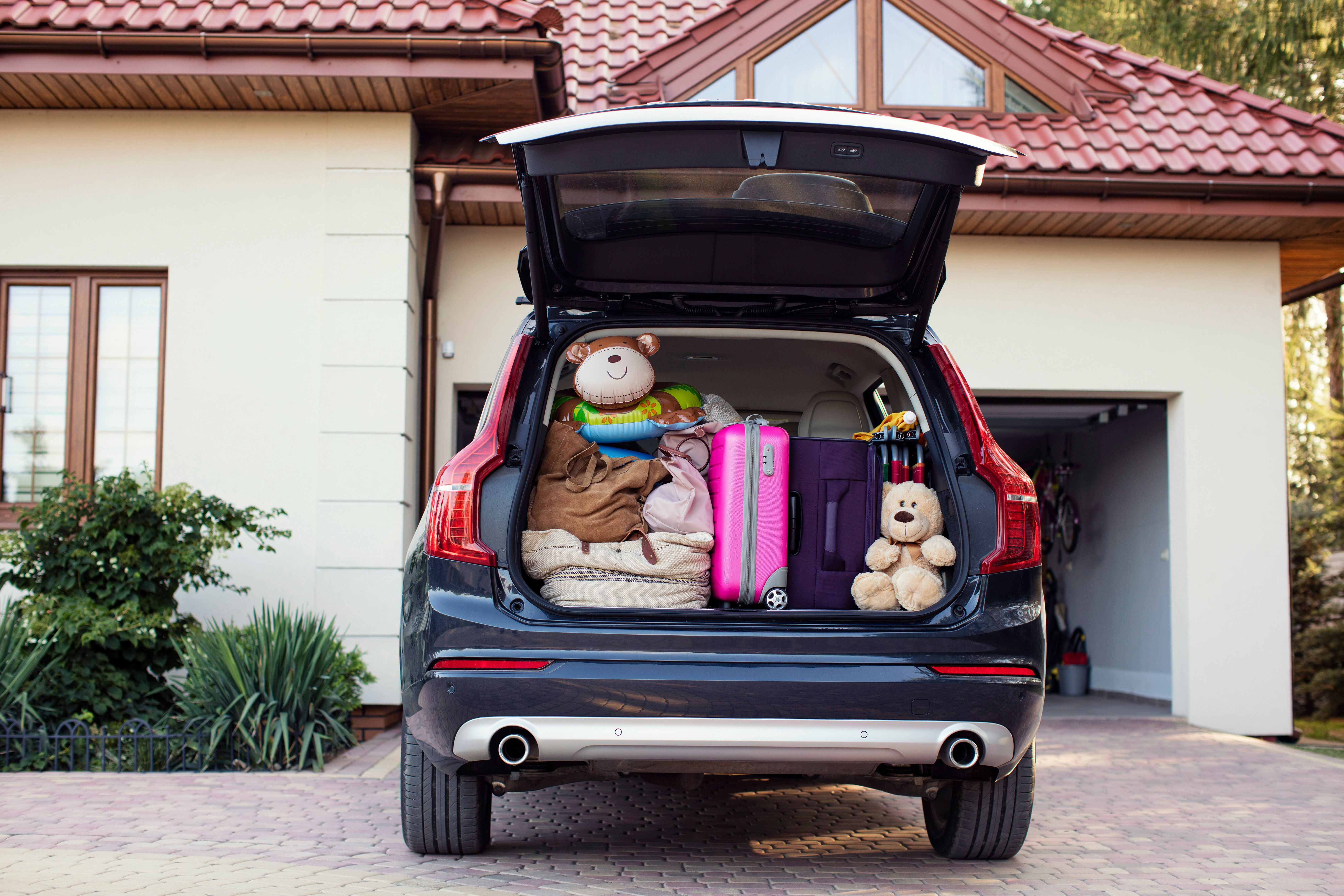 We turned to our HuffPost Parents community to get tips on how to make road trips with kids more