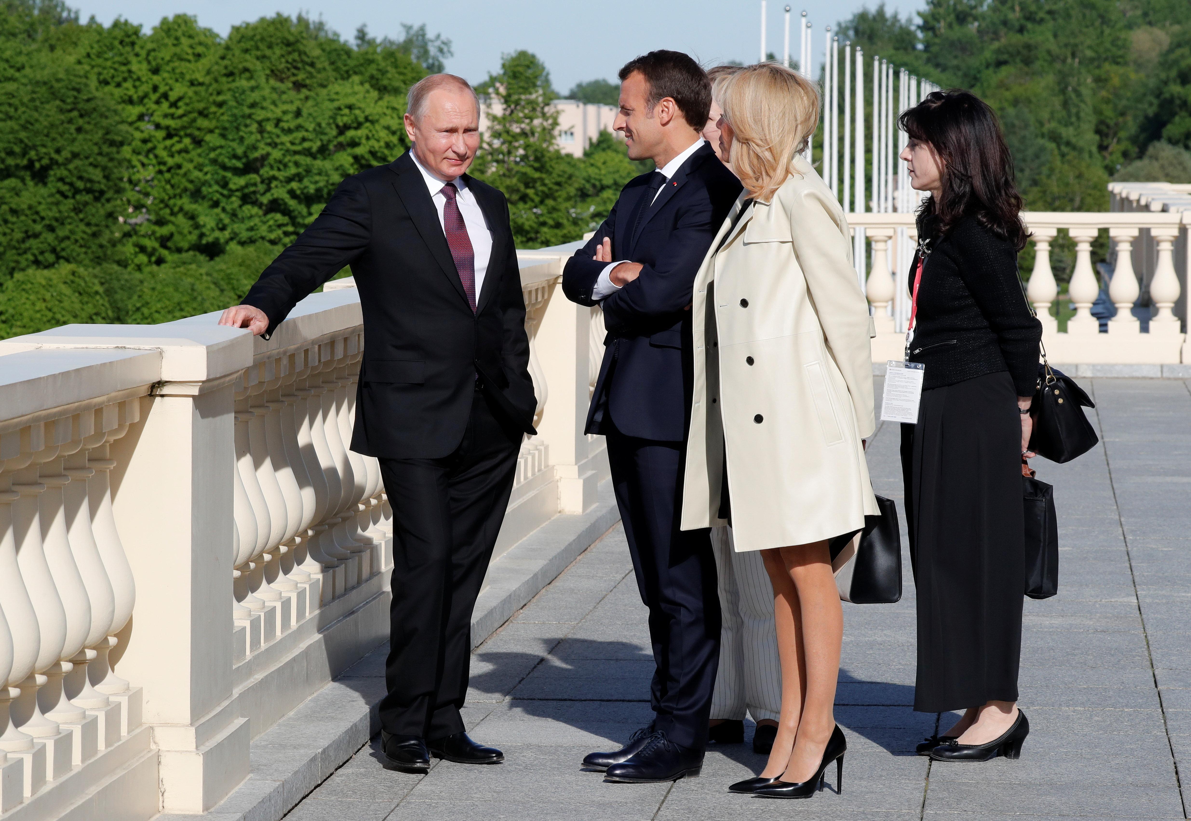Russie: face à Poutine, Macron veut corriger sa diplomatie