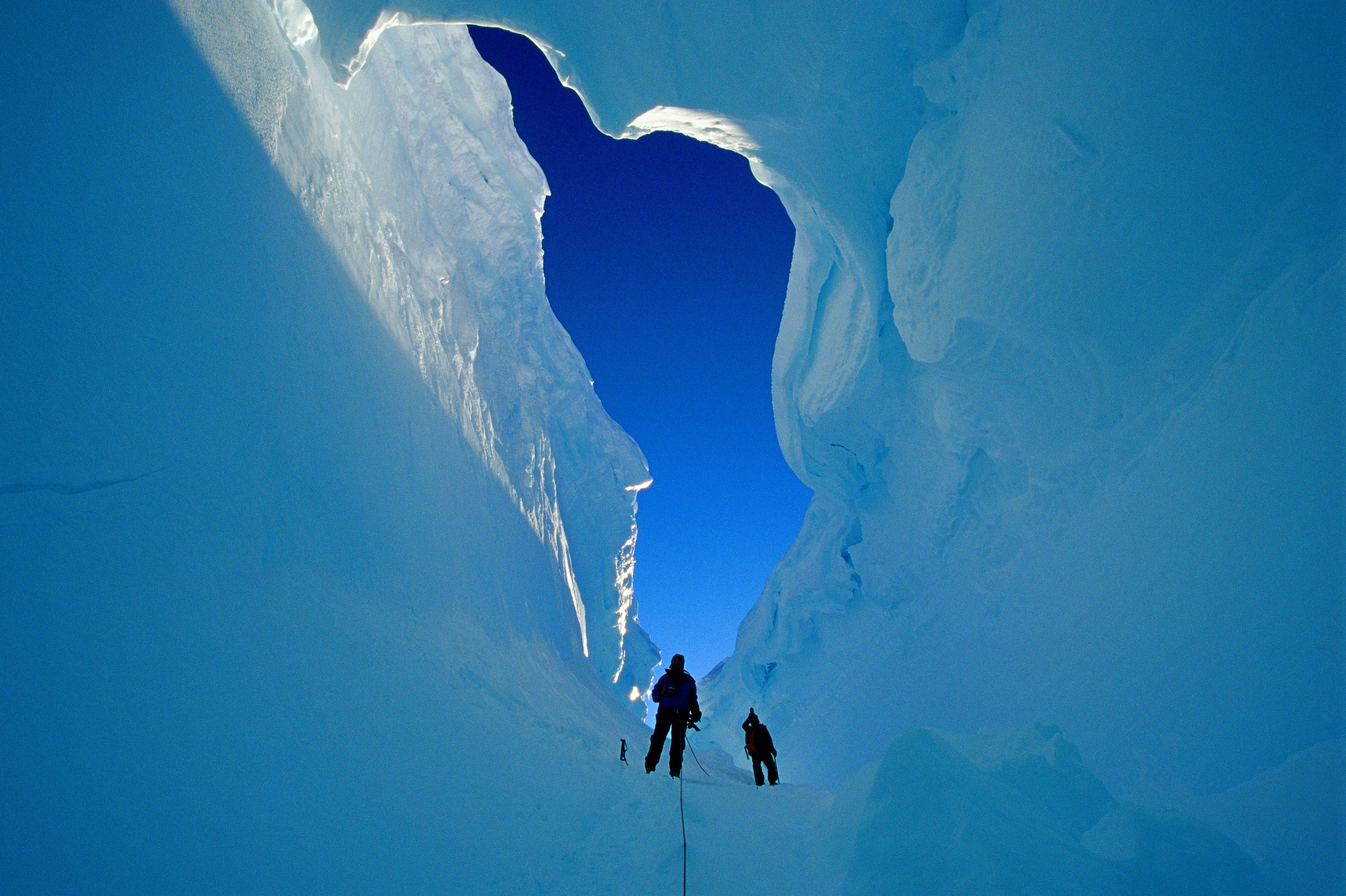 Ανακαλύφθηκαν τρία γιγάντια φαράγγια θαμμένα κάτω από τους πάγους της