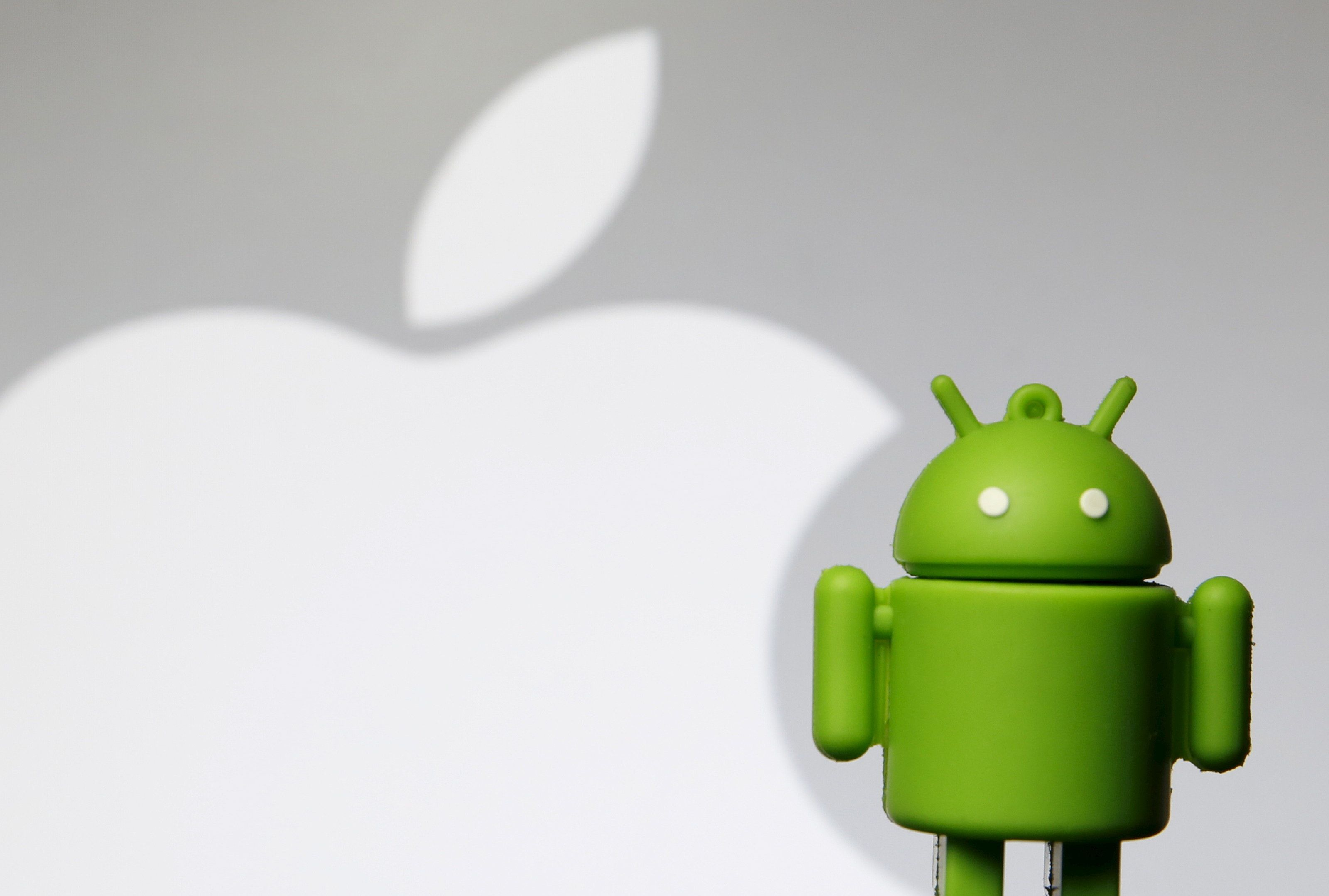 Ένας «πόλεμος» που καλά κρατεί: Αυτή τη φορά η Apple κερδίζει δίκη έναντι της Samsung για αντιγραφή μερικών