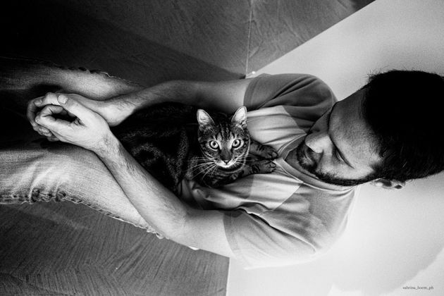 고양이에게 헌신하는 남자들을 찍은 사진작가의