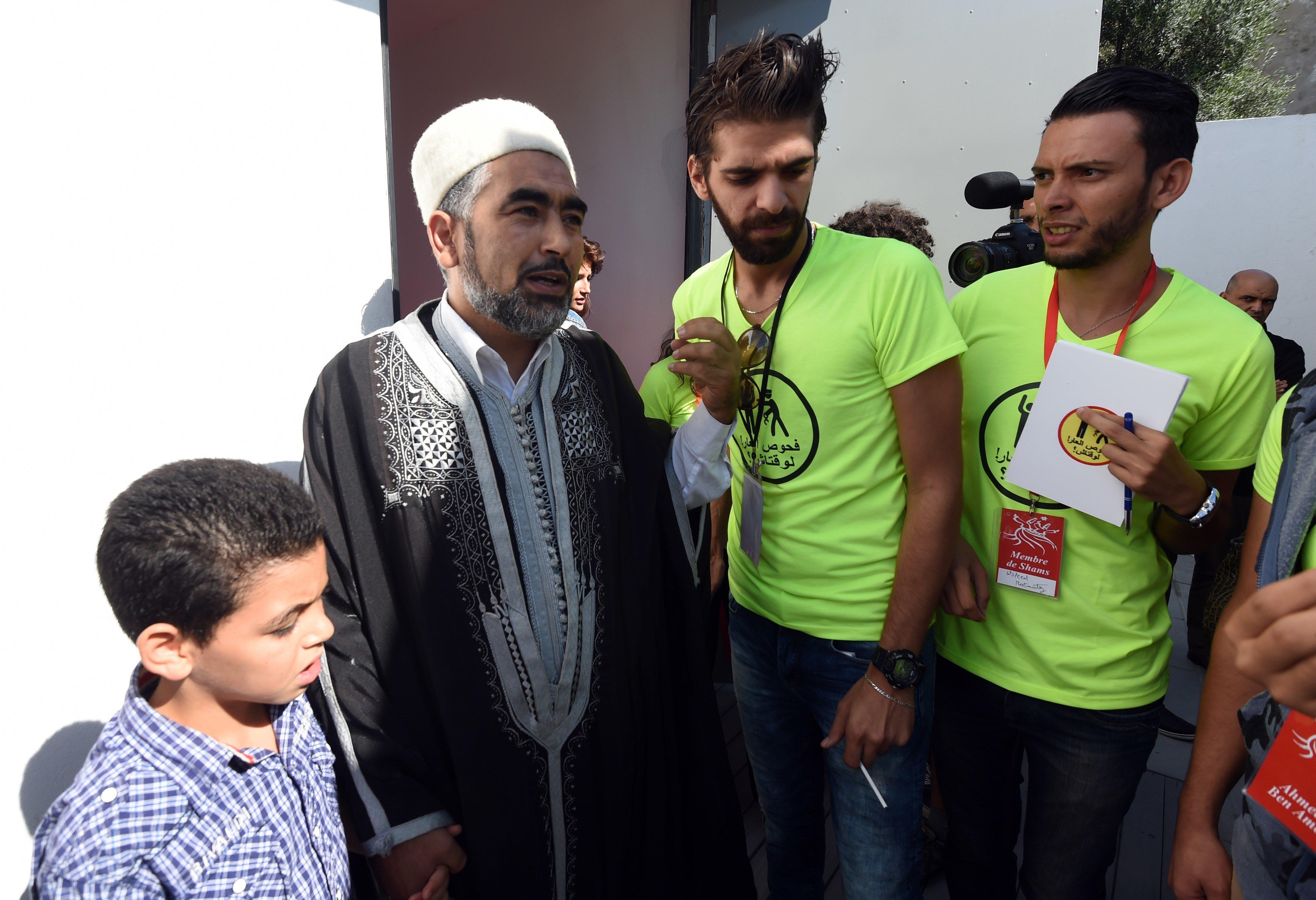 Adel Almi fait irruption dans les studios de Shems FM et menace les journalistes, le SNJT s'indigne, le ministère public ouvr...