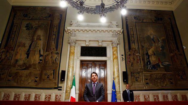 Reuters: Μικρές οι πιθανότητες επιβίωσης της νέας ιταλικής