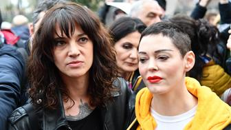 TOPSHOT - Italian actress Asia Argento (L) and US singer and actress Rose McGowan, who both accuse Harvey Weinstein of sexual assault, take part in a march organised by 'Non Una Di Meno' (Me too) movement on March 8, 2018 as part of the International Women's Day in Rome.  'Non Una Di Meno', which translates as Not One (Woman) Less, is the equivalent of the movement that grew out of the Harvey Weinstein-spurred sexual harassment and rape revelations.  / AFP PHOTO / Alberto PIZZOLI        (Photo credit should read ALBERTO PIZZOLI/AFP/Getty Images)