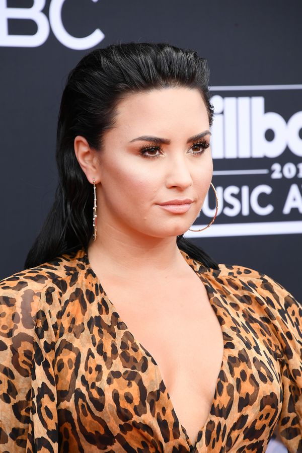 """Demi Lovato rocked this slicked back, fashion-forward """"wet look"""" hairstyle at the 2018 Billboard awards."""