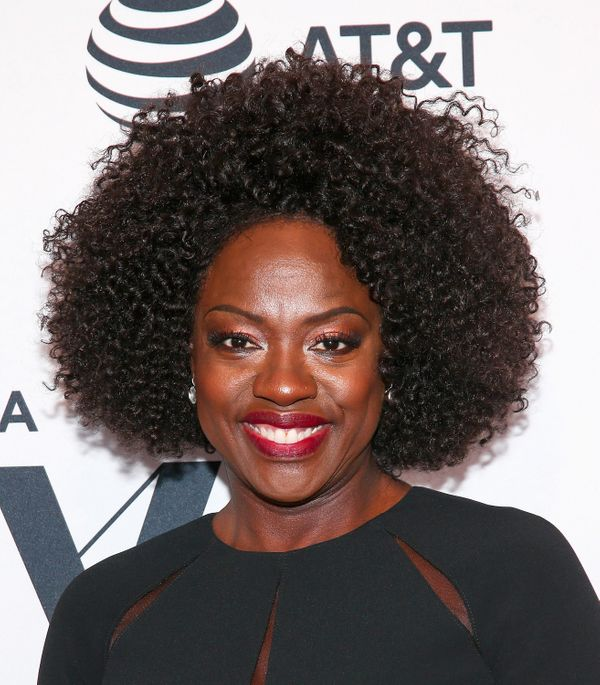 If youwant to let your natural curls take center stage, look no further for than Viola Davis for inspiration.
