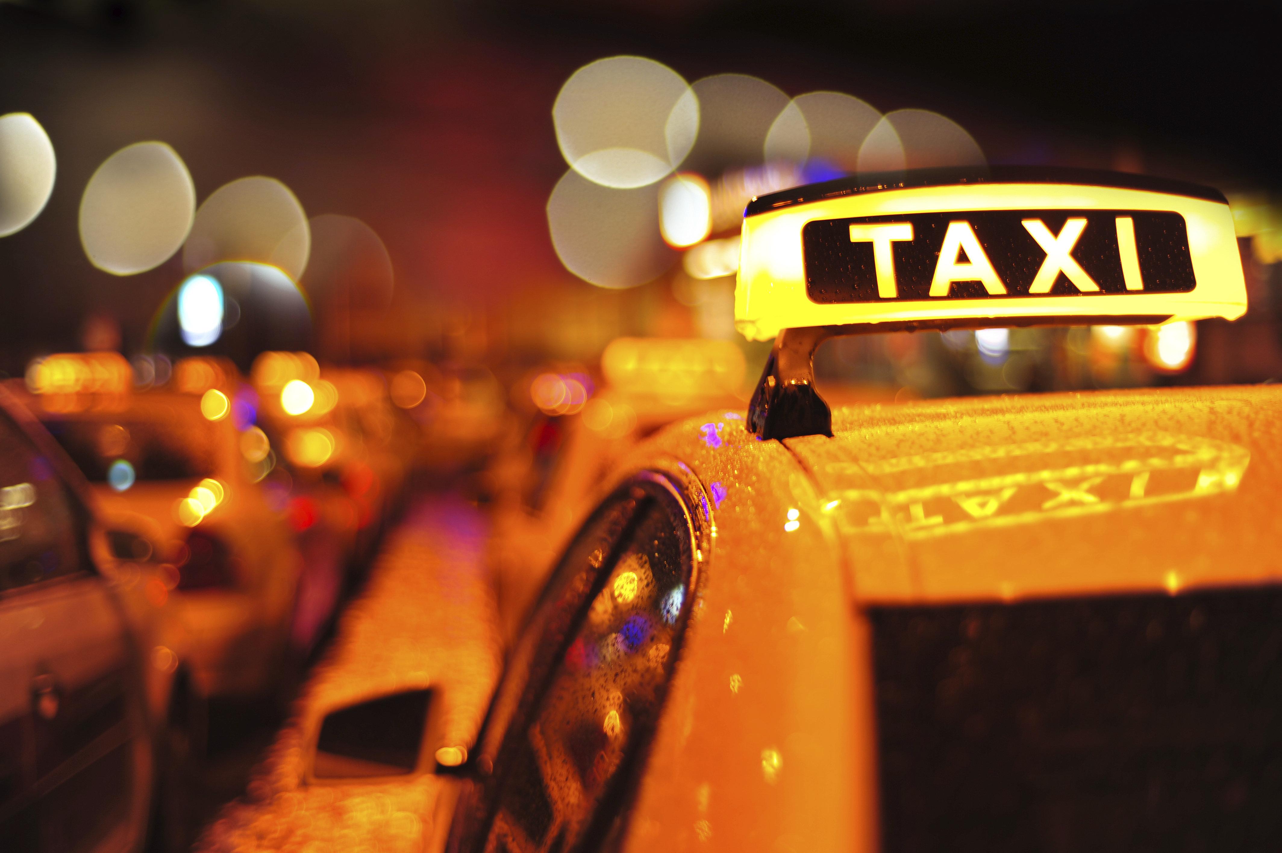 Bonner Taxi-Fahrer zwingt Frau zum Sex – und droht, ihren Hund zu