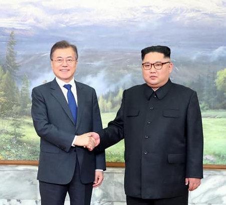 문재인 대통령, 김정은 위원장과 판문점서 두 번째