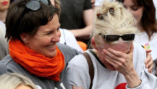 Οι γυναίκες στην Ιρλανδία είναι πλέον ελεύθερες και τα δάκρυά τους το αποδεικνύουν. Τα τελικά αποτελέσματα μίας συντριπτικής...