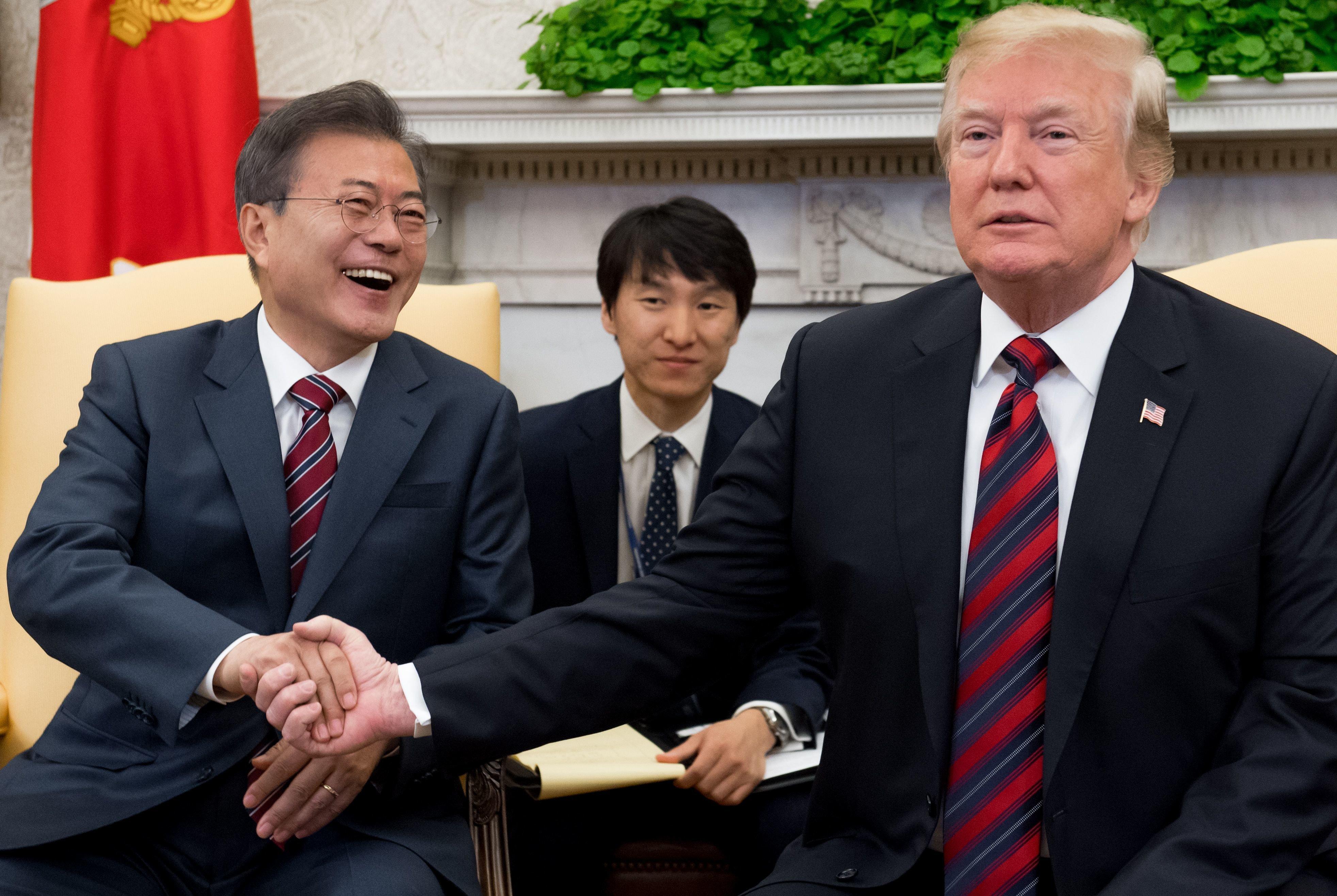 문대통령은 트럼프를 만나 '한국어 특강'을 해야