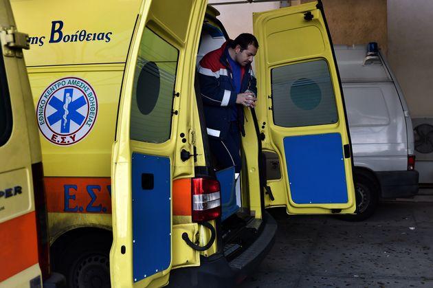Θύματα ξυλοδαρμού έπεσαν διασώστες του ΕΚΑΒ εν ώρα εργασίας