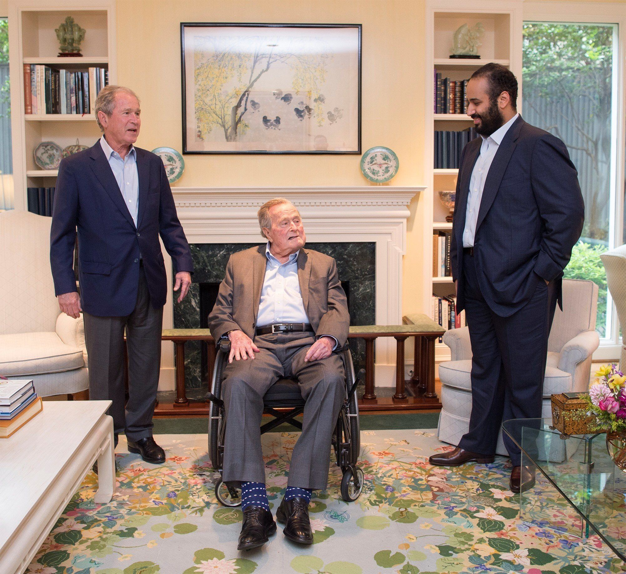 HOUSTON, USA - APRIL 07: (----EDITORIAL USE ONLY  MANDATORY CREDIT - 'BANDAR ALGALOUD / SAUDI KINGDOM COUNCIL / HANDOUT' - NO MARKETING NO ADVERTISING CAMPAIGNS - DISTRIBUTED AS A SERVICE TO CLIENTS----) Crown Prince of Saudi Arabia Mohammed bin Salman Al Saud (R) meets with 41st President George H.W. Bush (R) and 43rd U.S. President, George W. Bush (L) in Houston, United States on April 8, 2018.  (Photo by Bandar Algaloud / Saudi Kingdom Council / Handout/Anadolu Agency/Getty Images)
