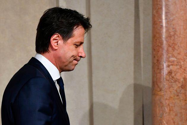 Ιταλία: Τεταμένο το πολιτικό κλίμα. Απορρίφθηκε ο Σαβόνα. Δεν αποκλείεται εκ νέου προσφυγή στις
