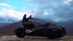 Η Καλάσνικοφ εκτός από όπλα φτιάχνει και μοτοσυκλέτες και το αποτέλεσμα είναι