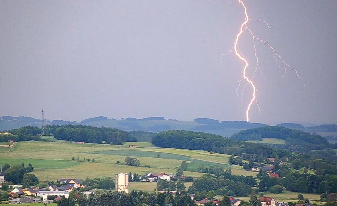Bochum: 2 Frauen werden vom Blitz getroffen – eine kämpft um ihr