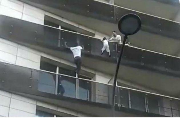 Δεκτός από τον Μακρόν θα γίνει ο παράτυπος μετανάστης που σαν Spiderman έσωσε ένα παιδί στο
