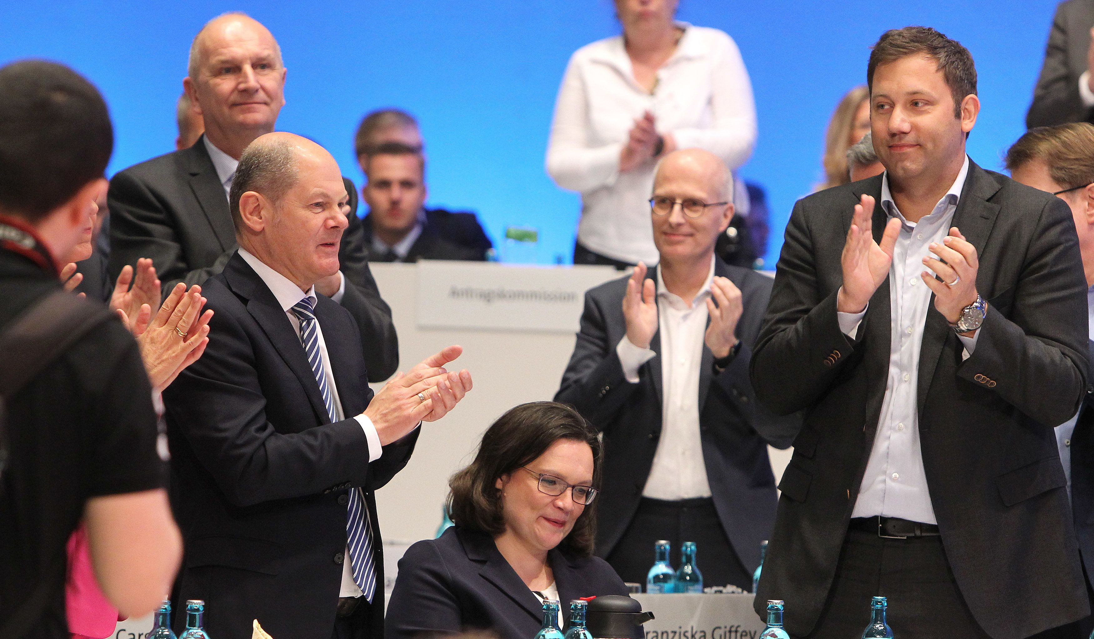 DANIEL ROLAND via Getty Images                   Klatscht dieser Tage der AfD Beifall Die SPD