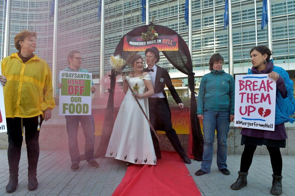 Aktivisten von Friends of the Earth vor der Europäischen