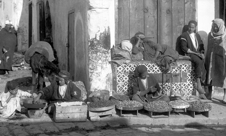 Des marchands de fruits en