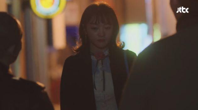 '혼자 걷는 밤길의 공포' 현실적인 묘사에 여성들의 공감이 이어지고
