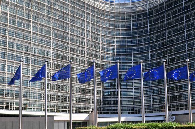 Ακριβές σαμπάνιες και δώρα άνω των 420.000 ευρώ. Η ακροδεξιά ευρωομάδα ENF λογοδοτεί στην ΕΕ για τις...