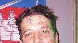 Ein Mann lässt sich betrunken ein Tattoo auf die Stirn stechen – das wird ihm später zum Verhängnis