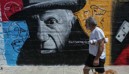 Όταν ο τοίχος γίνεται καμβάς για street artists, όπως στον Άλιμο, τα graffiti αλλάζουν τον τρόπο που βλέπεις την πόλη