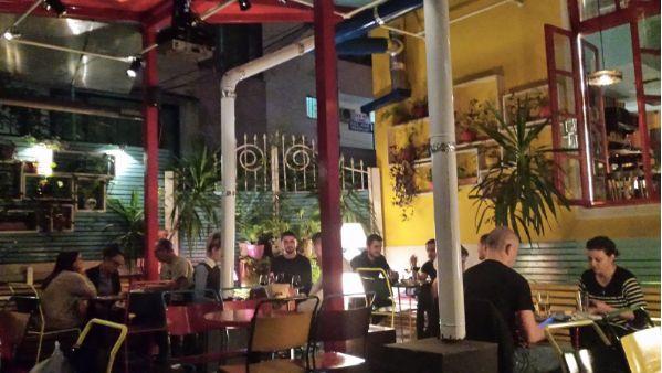 Ein Café in Albanien, in dem ich einmal einen Abend lang gearbeitet