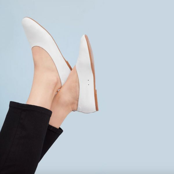 """Get them at <a href=""""https://www.everlane.com/products/womens-day-glove-white?collection=womens-shoes"""" target=""""_blank"""">Everla"""