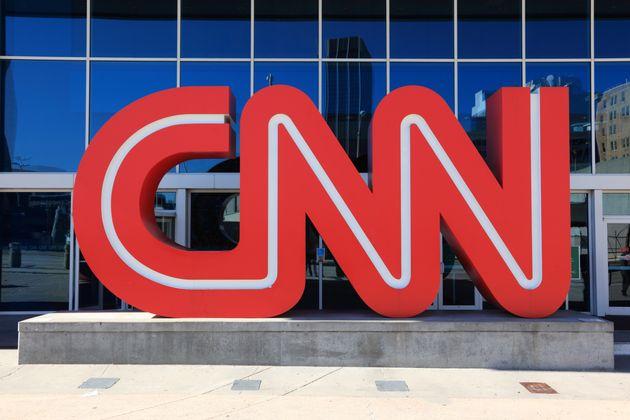 '성추행 혐의' 모건 프리먼이 CNN에 공식 사과와 보도 철회를