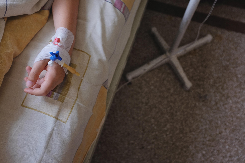 Mutter muss in Armut leben, weil sie schwerkrankes Kind pflegt – die Politik hat versagt