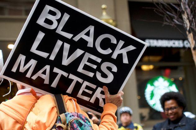 Pour sensibiliser contre le racisme, Starbucks a fermé 8.000 cafés aux