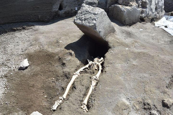 A skeleton of a victim recently foundthe archaeological site of Pompeii.