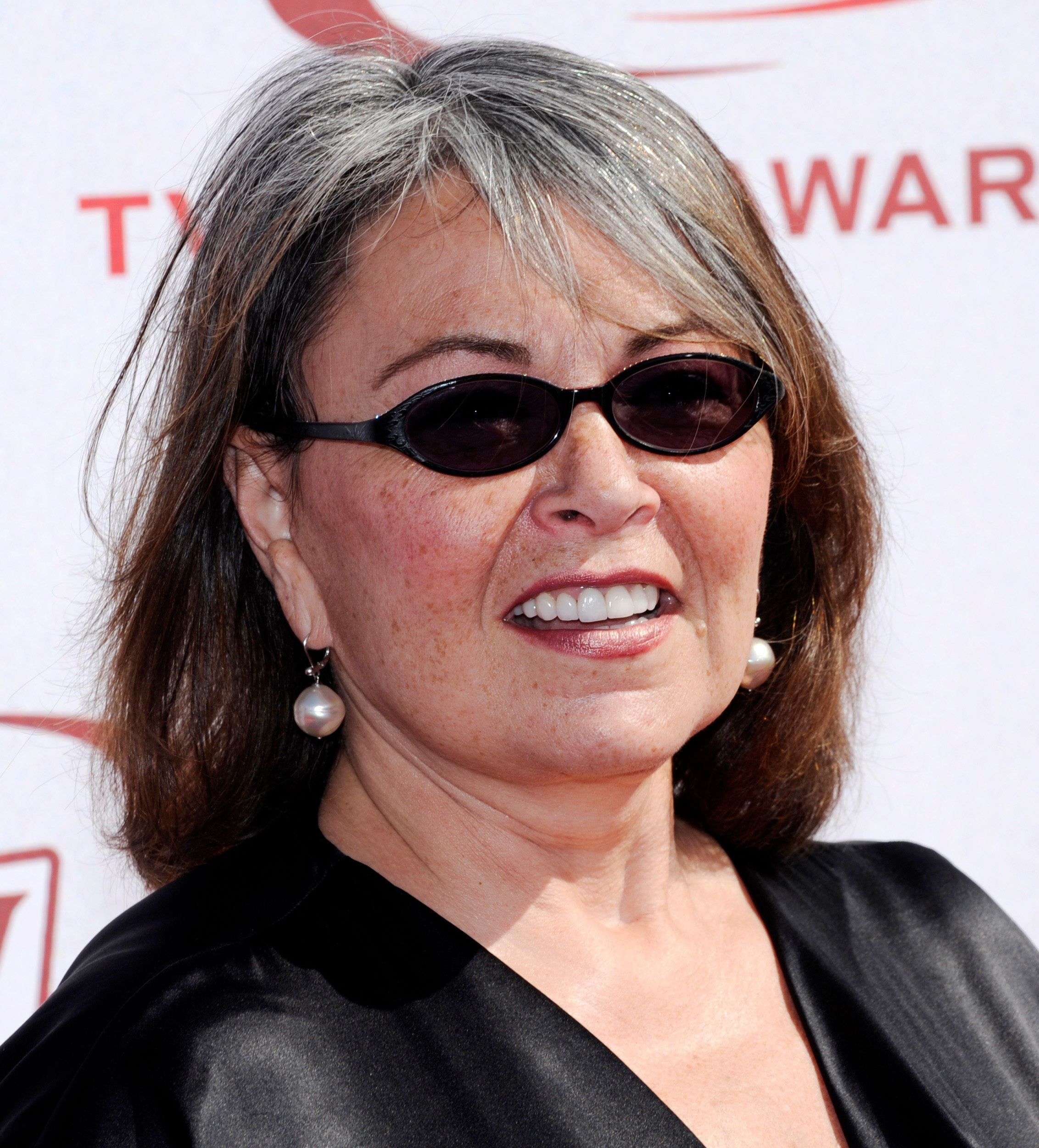Actress Roseanne Barr arrives at the 6th Annual TV Land Awards in Santa Monica, California June 8, 2008. REUTERS/Chris Pizzello (UNITED STATES)