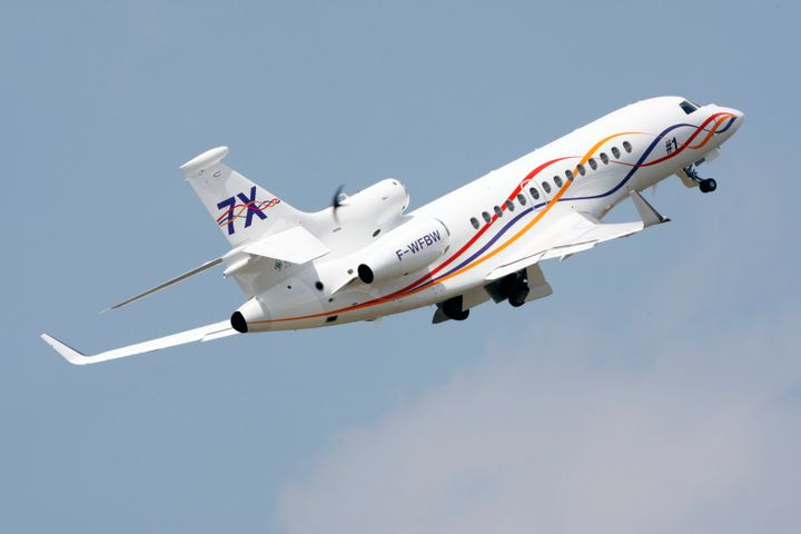 A Dassault Aviation Falcon 7X takes part in a flying display near Paris on June 13, 2009.