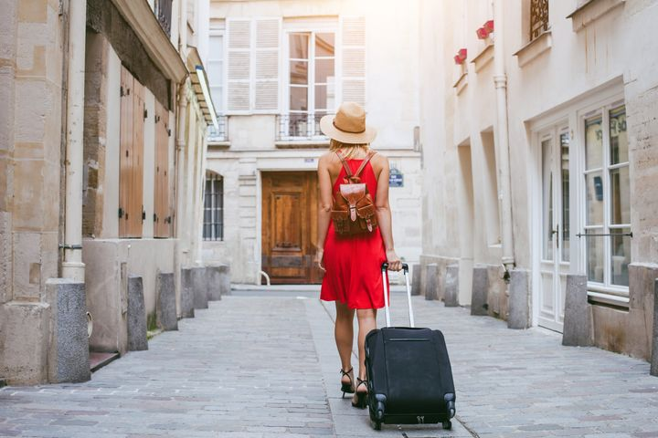 4bf3db3aef 5 Foolproof Ways to Outsmart Scammers When Traveling This Summer ...