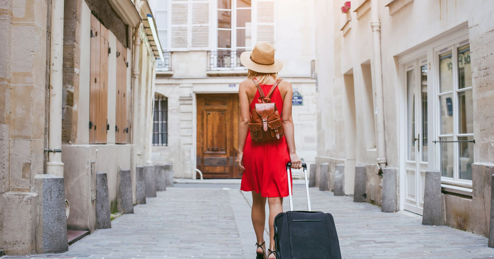 5 Foolproof Ways to Outsmart Scammers When Traveling This Summer