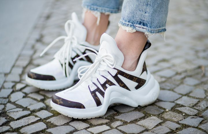 how to wear chunky white sneakers
