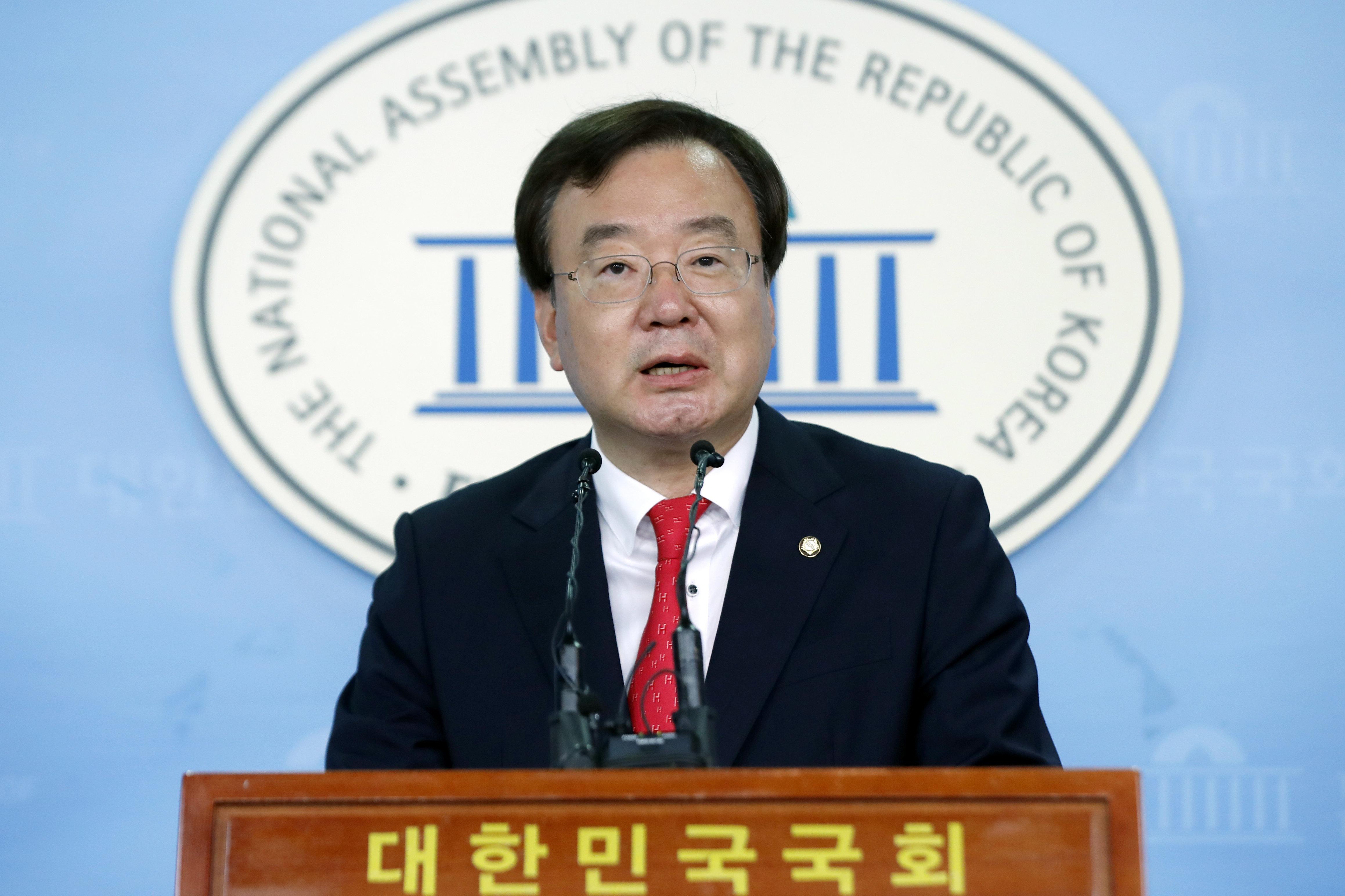 전 조선일보 편집국장 강효상 의원이 현 조선일보 주필을