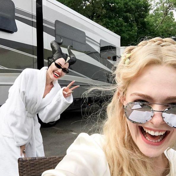 Ξαναφόρεσε κέρατα η Angelina Jolie και δείχνει χαρούμενη γι' αυτό