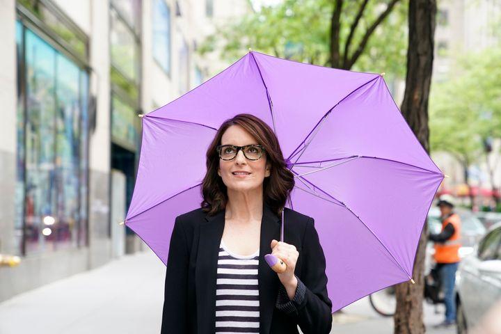 Ηθοποιός, παραγωγός και σεναριογράφος με πένα που σκοτώνει - η Tina Fey (από το Σταματίνα) είναι η απόδειξη ότι οι έξυπνοι άνθρωποι φορούν γυαλιά.