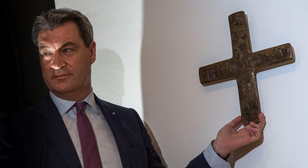 Γιατί ξαφνικά στη Βαυαρία βάζουν σταυρούς σε όλα τα δημόσια κτίρια και μάλιστα δια νόμου. Αντιδρά ακόμη...