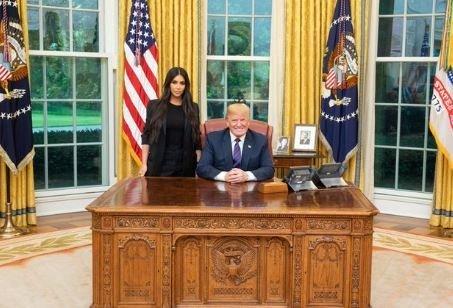 Συνάντηση κορυφής με λάθος Κιμ. Ο Τραμπ υποδέχθηκε τελικά στον Λευκό Οίκο την...Καρντάσιαν (και όχι τον Κιμ Γιονγκ