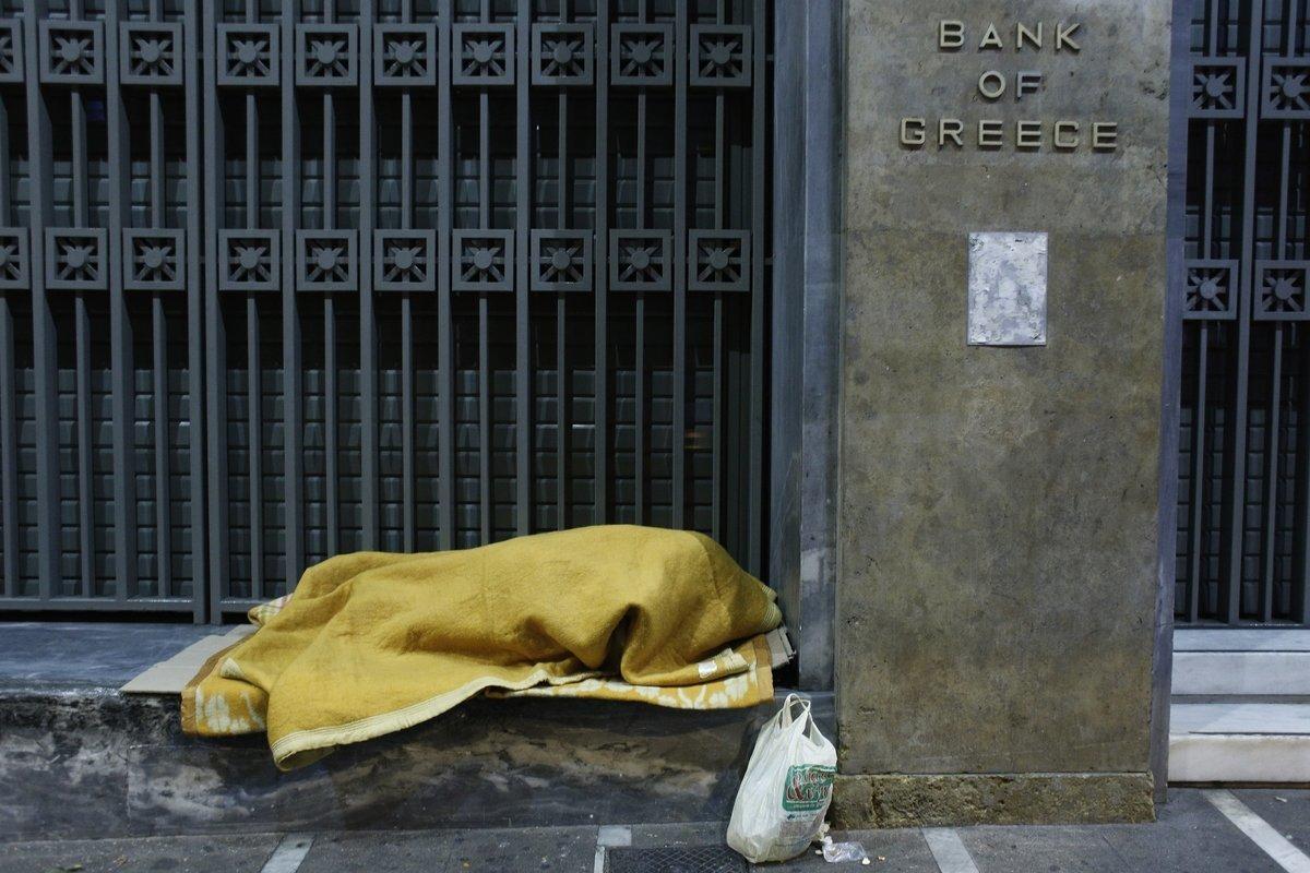 Ταχύτερη μείωση των κόκκινων δανείων ζητεί η Τράπεζα της