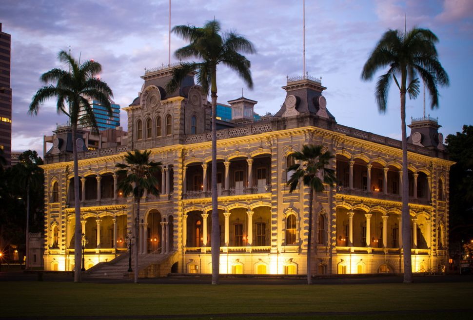 After the overthrow, the Iolani Palace was used as headquarters for theprovisional government and, eventually,bec