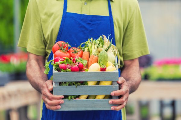 When a trip to the grocery store sounds like an entire ordeal, a Blue Apron gift card will put the ease in cooking up a healt