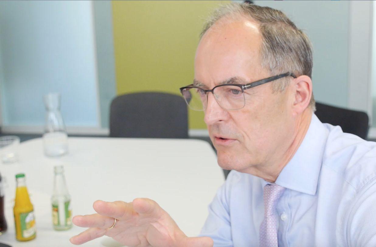 Unternehmer Gisbert Rühl im Interview mit KI-Entwickler Christian