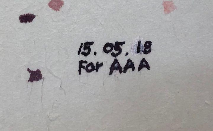 이 할이버지의 모든 그림에는 'For AAA'라는 서명이 새겨져 있다. 'AAA'는 손주들 이름의 앞 글자(알뚤, 알란, 아스트로)를 뜻한다.