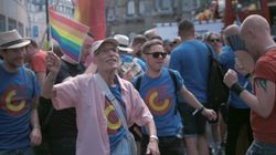 퀴어 퍼레이드에 처음으로 참가하기에 너무 늦은 나이란 없다는 걸 보여준 86세 게이